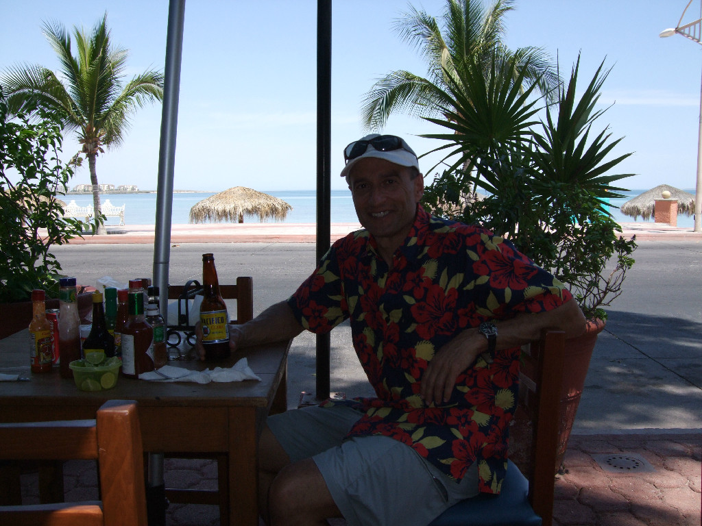 Dining in La Paz....let's relax! Is that Dr. Z actually relaxing?